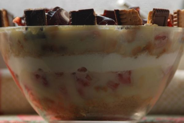 Vanilla Strawberry Trifle - Food Photography Sanne Kurz